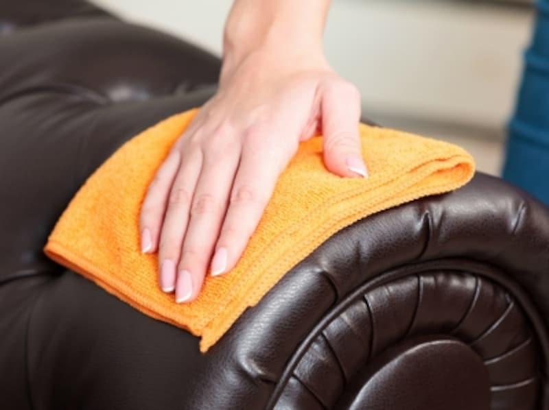 革のソファのお手入れ方法、おすすめできないやり方でやっていませんか?