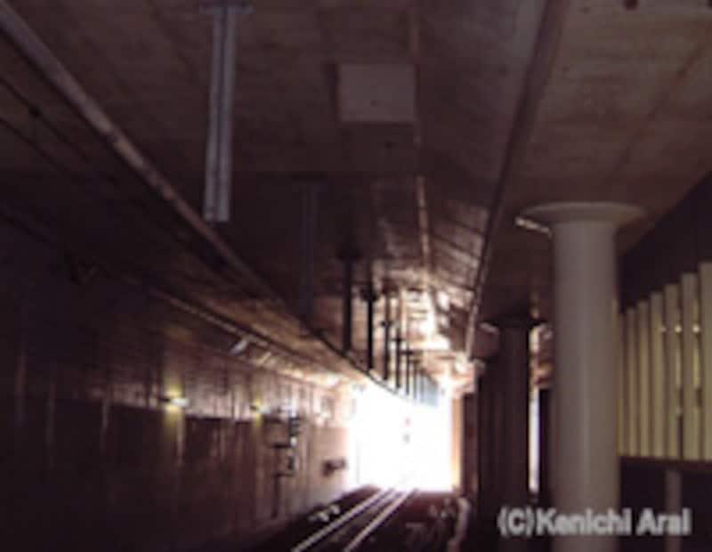 トンネル内の排煙口