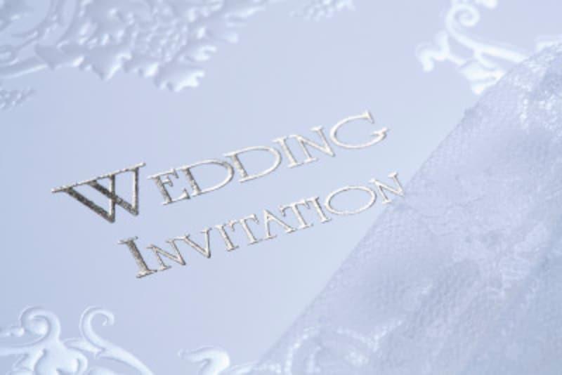 結婚式の招待状、返信ハガキの書き方とは?