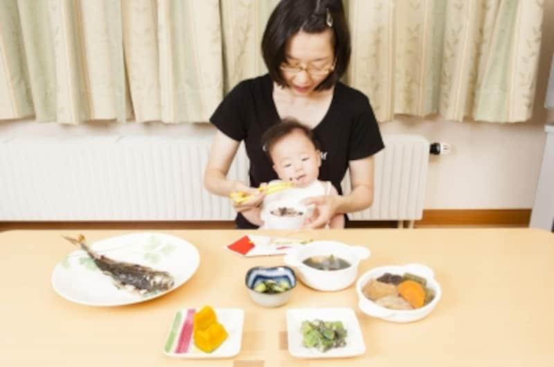 3回食べさせてから、歯固めの儀式
