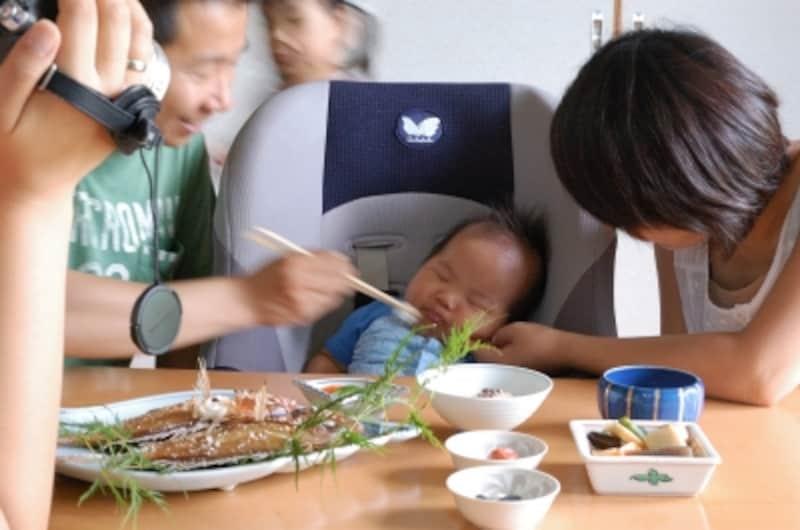 最近のお食い初めは両親や祖父母など家族だけで行うことが多い