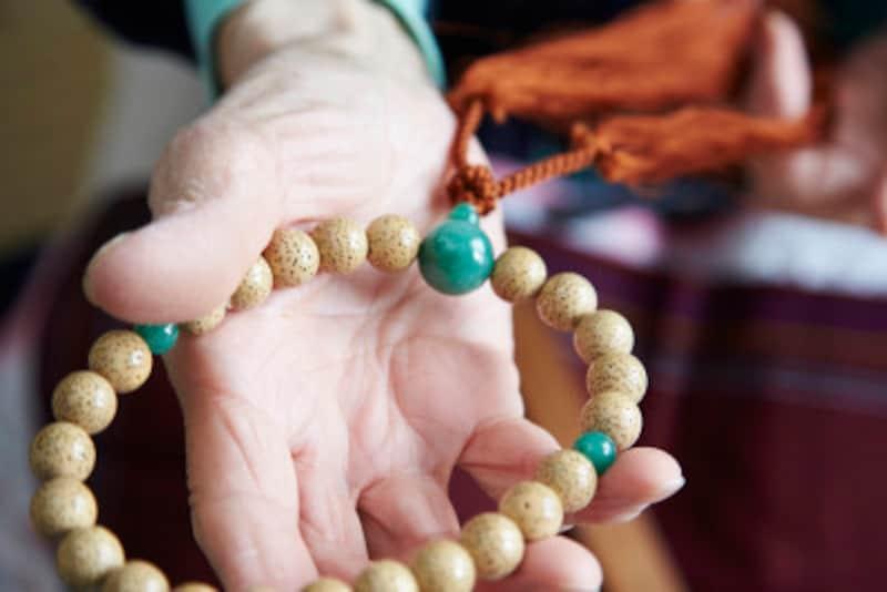 数珠の正しい持ち方・使い方、その由来
