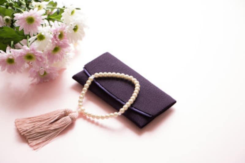女性用の数珠は男性用に比べて小さく作られています