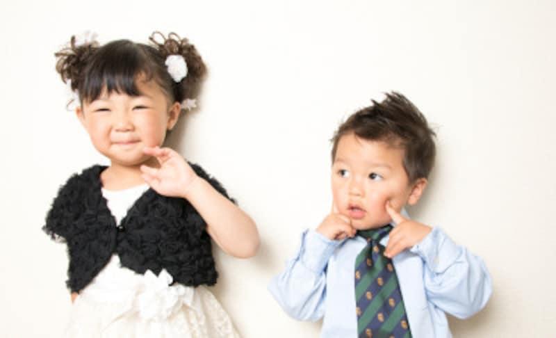 結婚式の主役は花嫁さん。子供の服装は、白、紺、黒色などのオーソドックスなカラーがよいでしょう