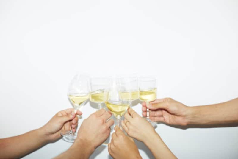 お酒は飲めなくても口をつけるしぐさだけでもOKですよ。