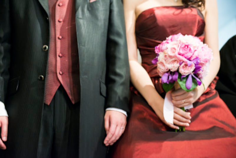 結婚式に夫婦でお呼ばれした時の服装は?好感度UPマナー