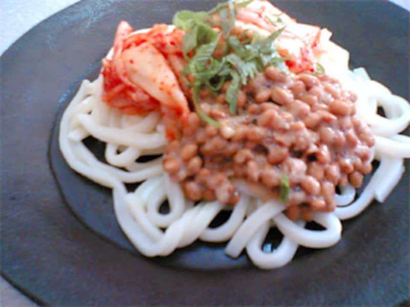 キムチ納豆うどん
