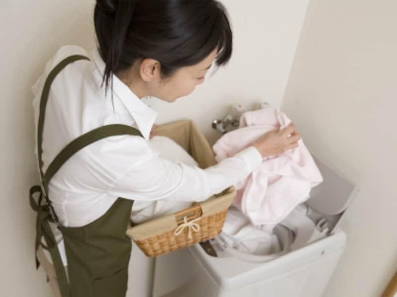 洗濯機を買うときに気をつけたいのが、置き場の広さ。どこに置くのか、広さは足りるのか、必ず事前にチェック