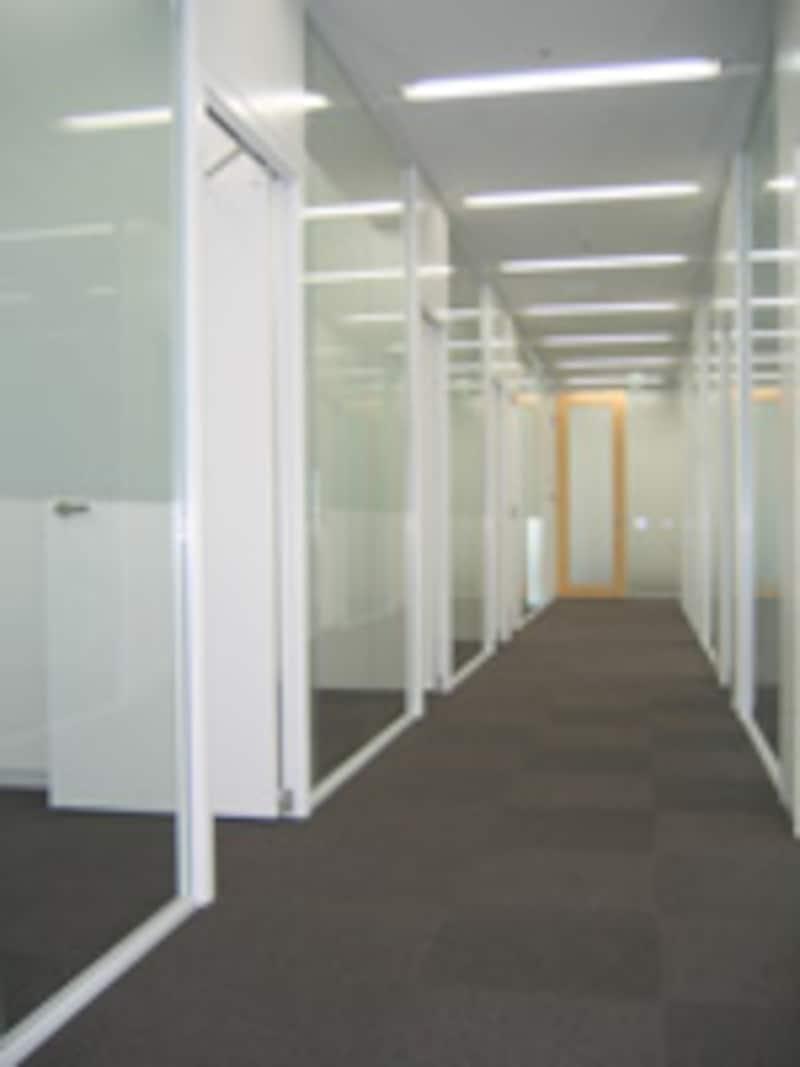 引越し、会議室