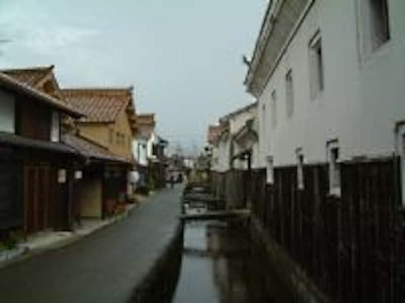 《倉吉》白壁土蔵群と赤瓦の町並み