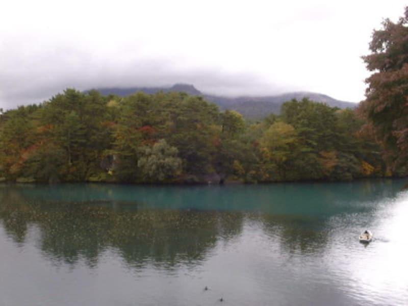 磐梯高原・毘沙門沼と紅葉