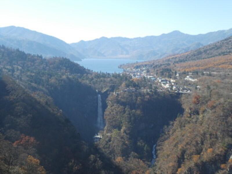 明智平から望む華厳の滝・中禅寺湖と紅葉