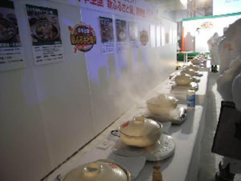 ずらりと土鍋が並ぶ