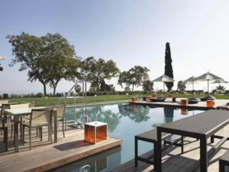屋内外にプールがあるホテルは多い。写真はミラマルのもの。