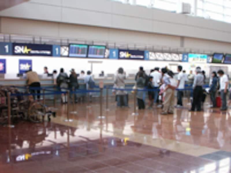 羽田空港のSNAとAIR DOのチェックインカウンター