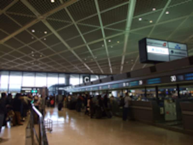 成田空港(チェックイン光景)