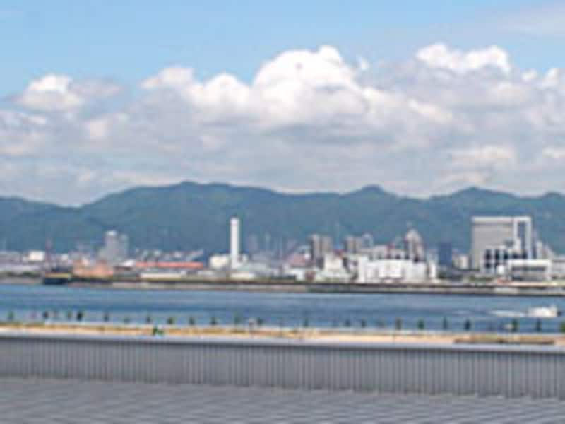 神戸空港から見た市街地