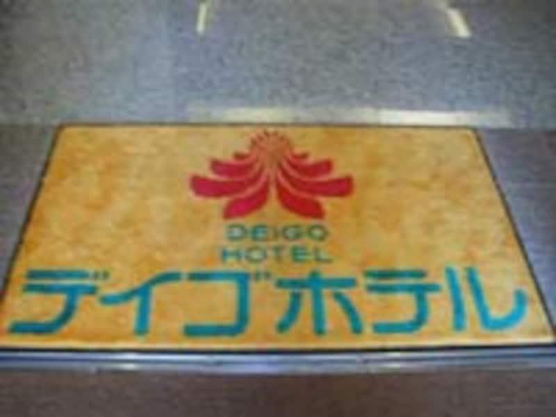 デイゴホテルの可愛い玄関マットを発見