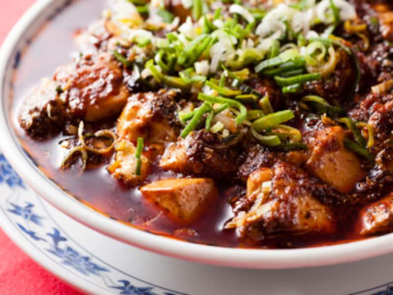 中国語で「本場の麻婆豆腐」という意味の「正宗(まさむね)麻婆豆腐(1600円)」(撮影:小林恵介)