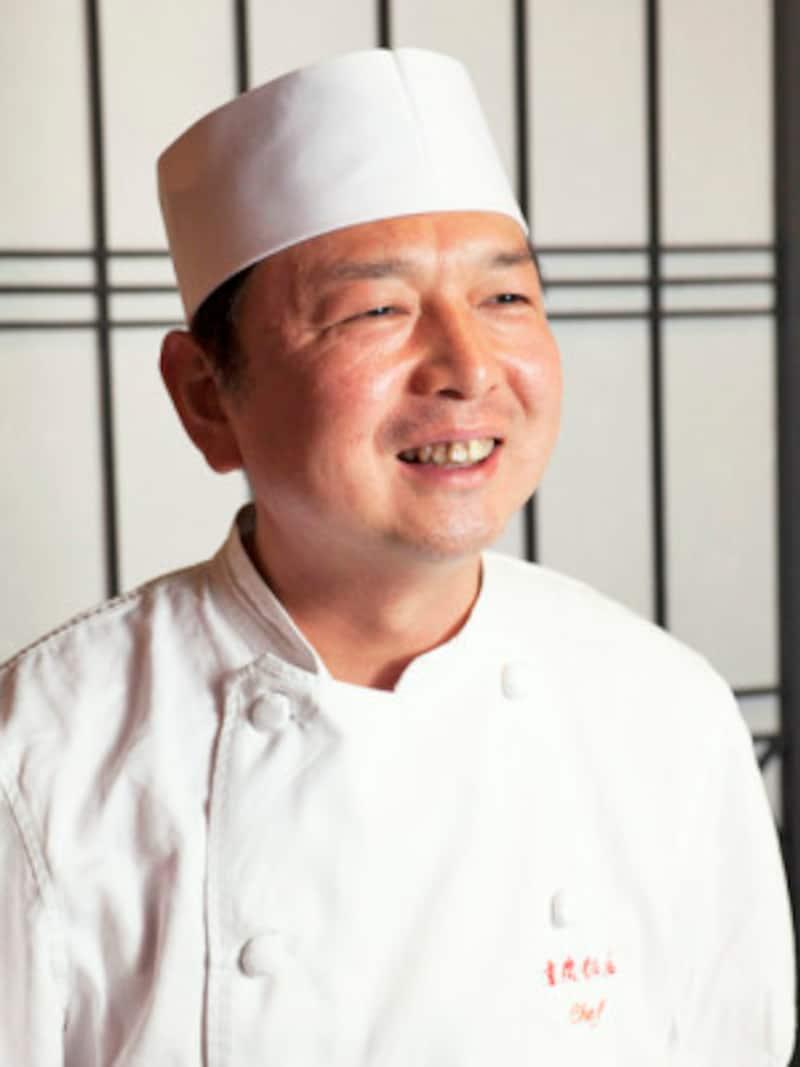 重慶飯店本館 木暮浩三(こぐれこうぞう)料理長。「実は、辛い料理が苦手なのですが、正宗麻婆豆腐は2週間に一度は食べたくなる、クセになる味」(撮影:小林恵介)