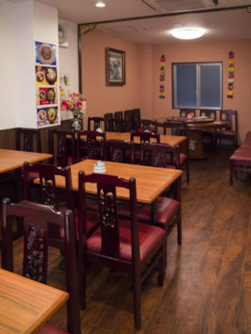 改装を機に2階にもテーブル席が増えました(2014年5月16日撮影)
