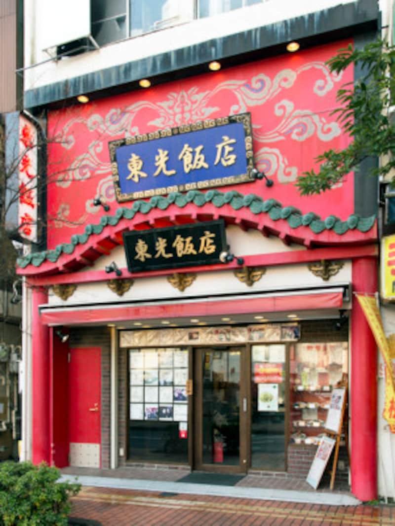 東光飯店本館は、大通りから少しはずれた、北門通りに位置します(撮影:小林恵介)
