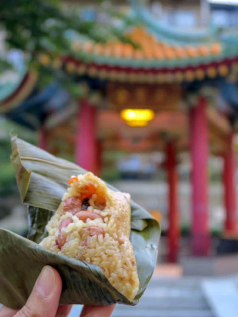 すぐに食べられるちまきをゲットしたら、近くの山下町公園で食べるのがおすすめ(2015年10月9日撮影)