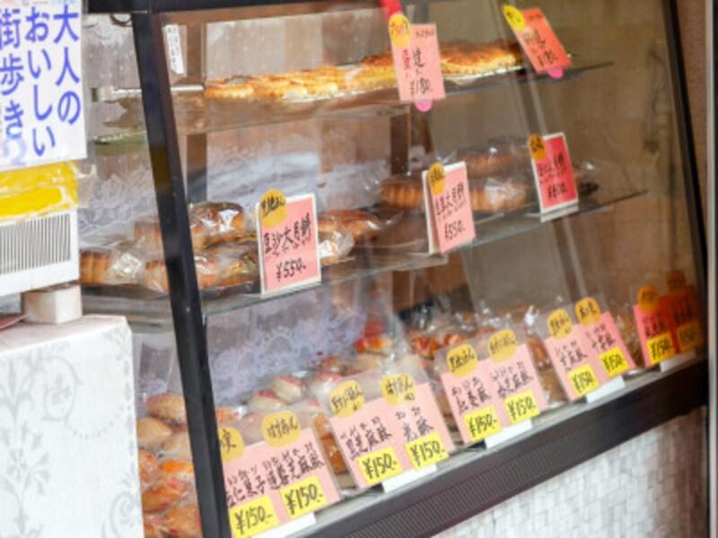 紅棉のショーケースには中国菓子がずらり!どれにしようか、迷います(2020年3月23日撮影)