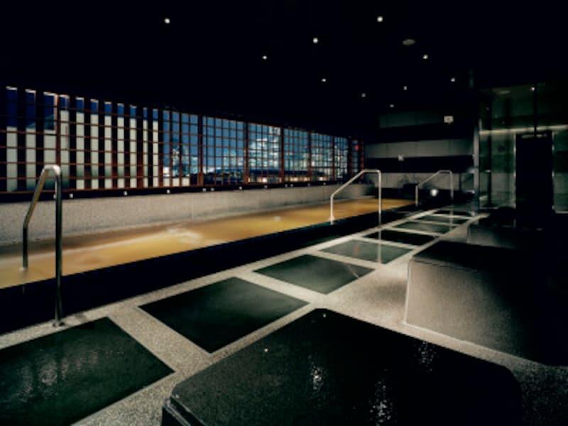 地下1500mから沸き出す天然温泉を使用した、綿(コットン)の湯(女湯)&港(ハーバー)の湯(男湯)。画像は港(ハーバー)の湯(画像提供:インスパ横浜)