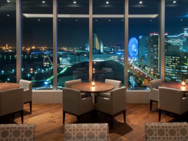 19階「オリエンタルビーチ」は、リゾートキュイジーヌをテーマにした絶景レストラン。カウンター席、テーブル席、ボックス席などがあります(画像提供:オリエンタルビーチ)