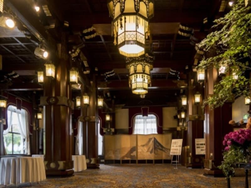 1927年、ホテルニューグランドとして開業したときに誕生した宴会場「フェニックスルーム」。フェニックス=不死鳥を意味し、ホテルのシンボルマークにもなっています。昭和初期の姿のまま、次世代へと受け継がれます(2016年10月3日撮影)