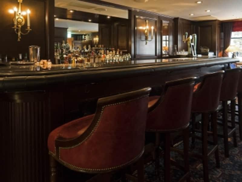 多くの著名人がグラスを傾けたバー「シーガーディアンII」のカウンター(2016年10月3日撮影)