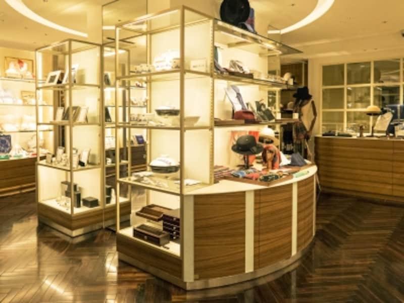 「SOGOショップ」ではホテルのモチーフをあしらった商品など、ホテルニューグランドにふさわしい上質なアイテムがそろいます(2016年10月3日撮影)