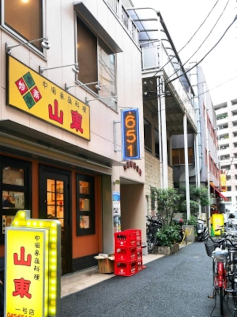山東1号店外観。すぐ近くに2号店もあります(2017年10月14日撮影)