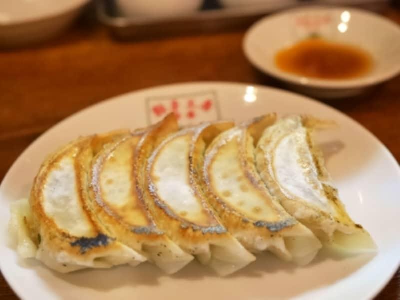 翠葉の看板メニュー「餃子(5個320円税込)」(2017年7月8日撮影)