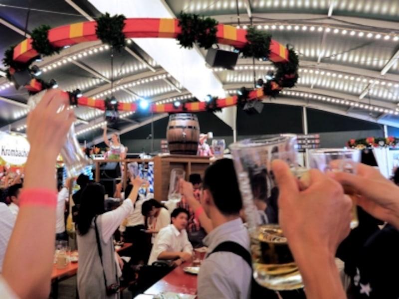 横浜赤レンガ倉庫でドイツのビール祭り「オクトーバーフェスト」の雰囲気を楽しもう!(2016年9月30日撮影)