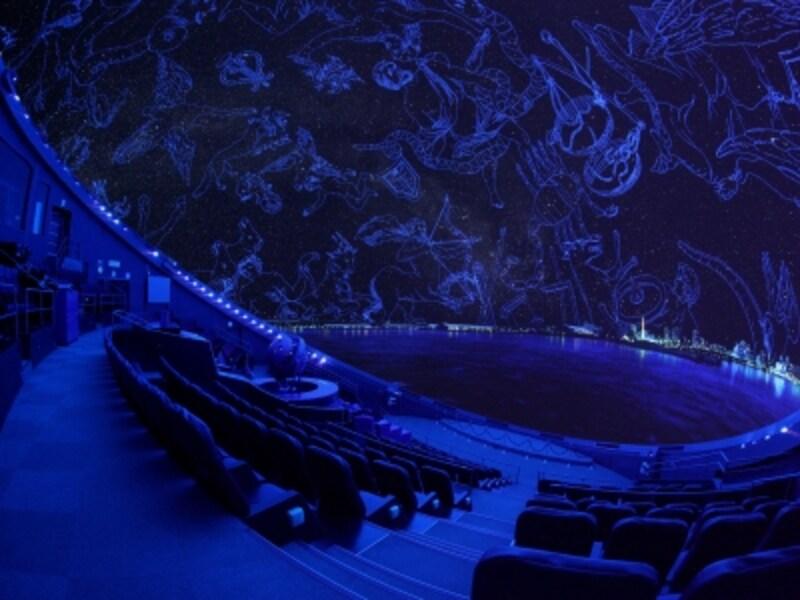 宇宙劇場(プラネタリウム)では、直径23mのドーム全体に広がる迫力の映像で宇宙を体感できます(画像提供:はまぎんこども宇宙科学館)