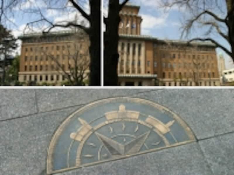神奈川県庁分庁舎前にある横浜三塔物語のプレート。右側にクイーン、左側にジャック