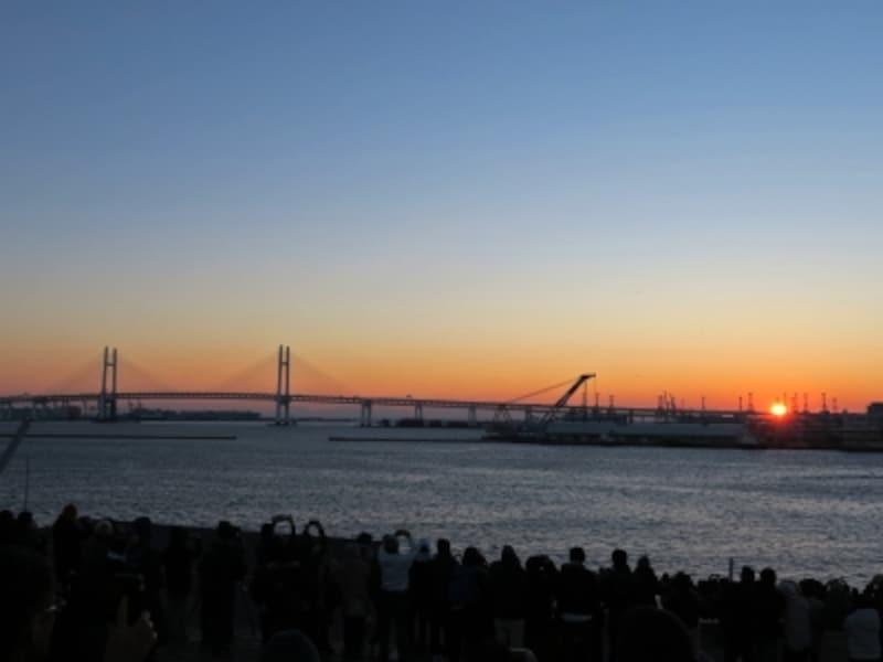 6:50過ぎ、初日の出を拝むことができました(2016年1月1日撮影)