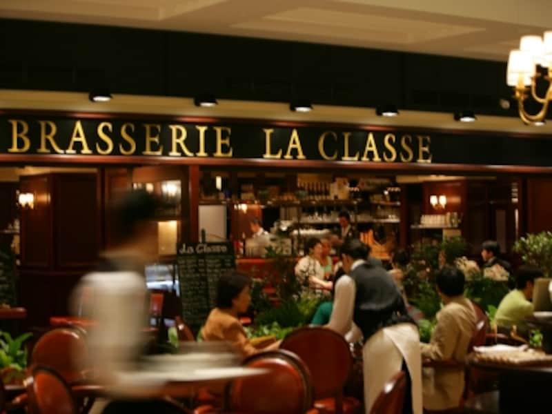 新横浜駅上でパリの街角の雰囲気が味わえます(画像提供:ブラッスリーラクラス)