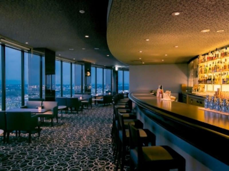 夜は横浜の夜景を一望できる、ロマンティックな空間に(画像提供:新横浜プリンスホテル)