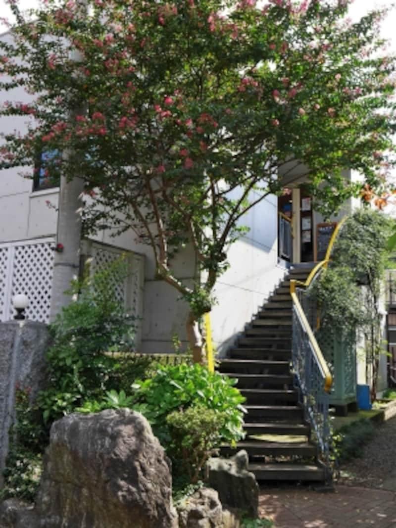 階段を上がった2階にある「シャンドブレ」。小さなショップなので入店待ちの列が長くなることも(2017年9月10日撮影)