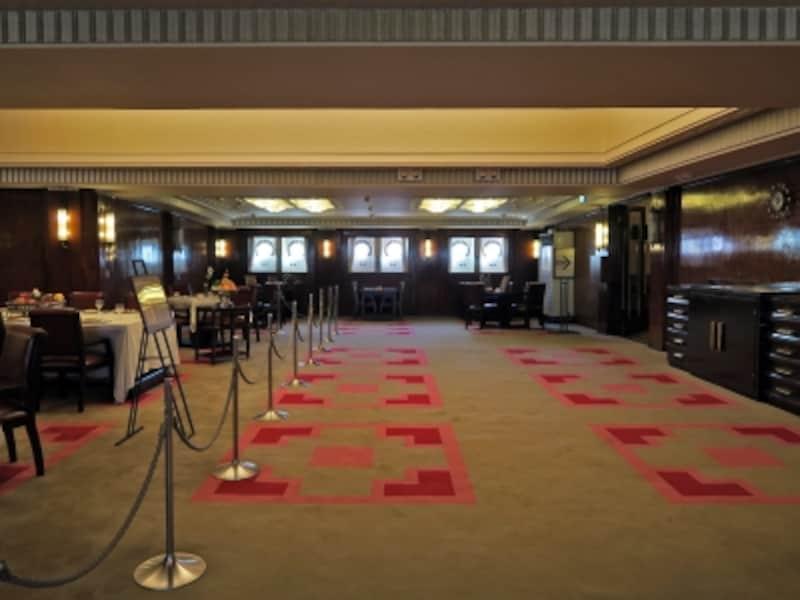 一等食堂:一等船客専用のダイニングサロン。船幅いっぱいのスペースをとった広々とした空間には、ディナーのようすが再現されています(2016年12月28日撮影)