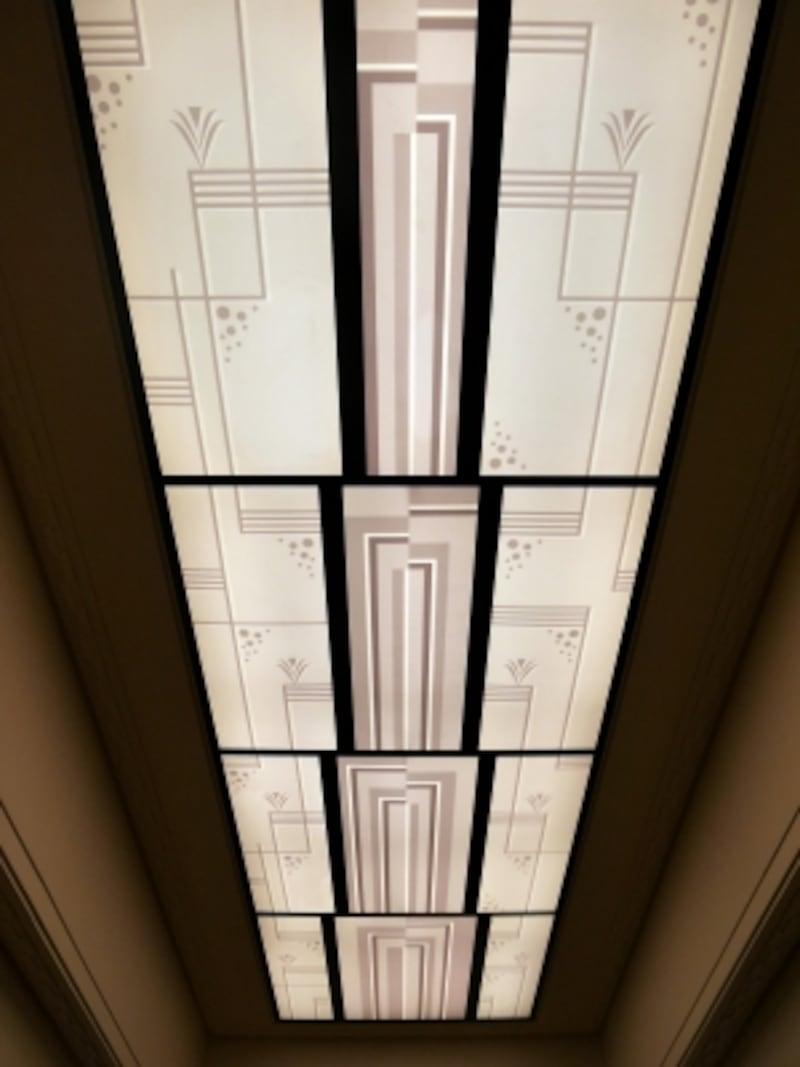一等食堂の天窓に施されているアール・デコの装飾(2016年11月18日撮影)