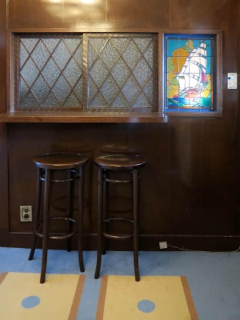 一等喫煙室の隅には、お酒が提供されたというカウンターもあります(2016年12月28日撮影)