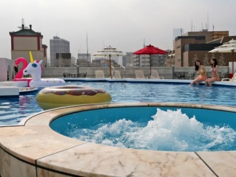 横浜中華街で唯一の屋上プールはプライベート感、満載(2017年6月28日撮影)