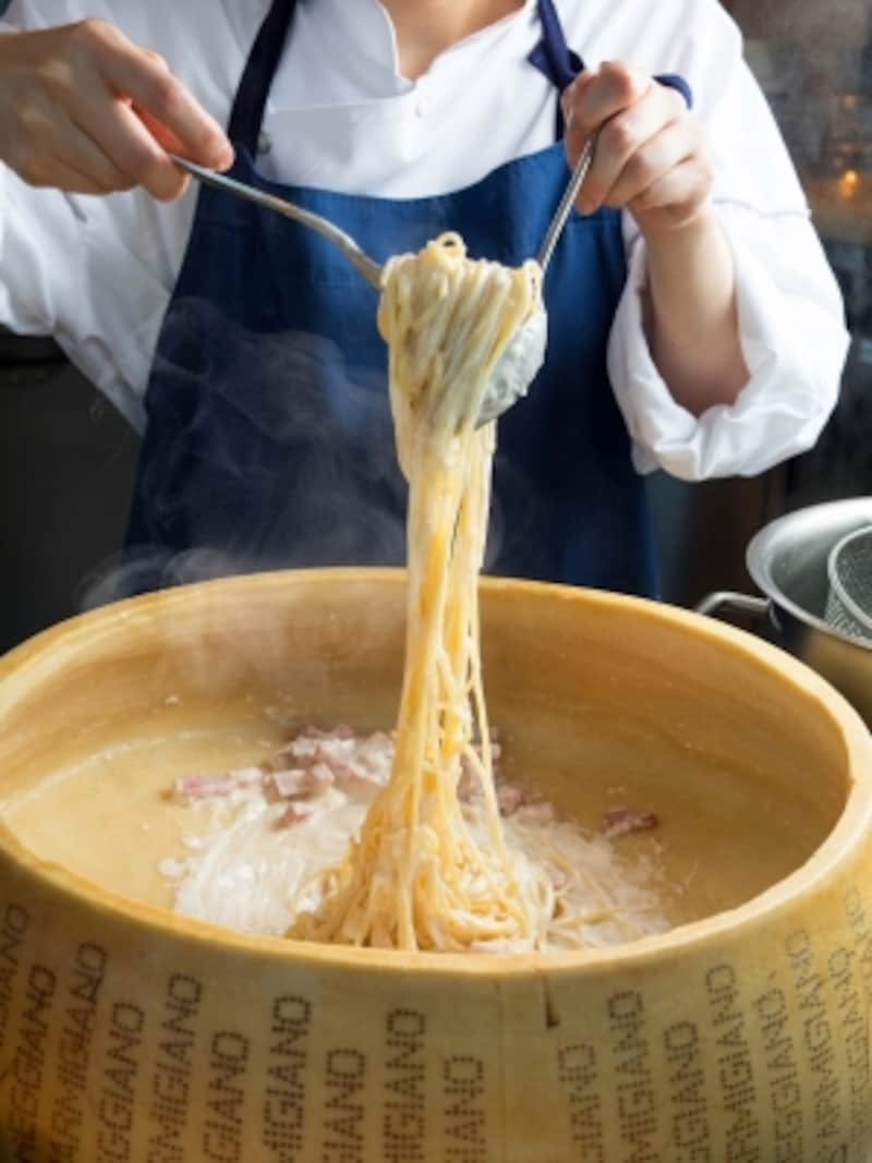 「カフェトスカ」のランチブッフェで人気の「カルボナーラ」がディナーブッフェにも登場!(画像提供:横浜ベイホテル東急)