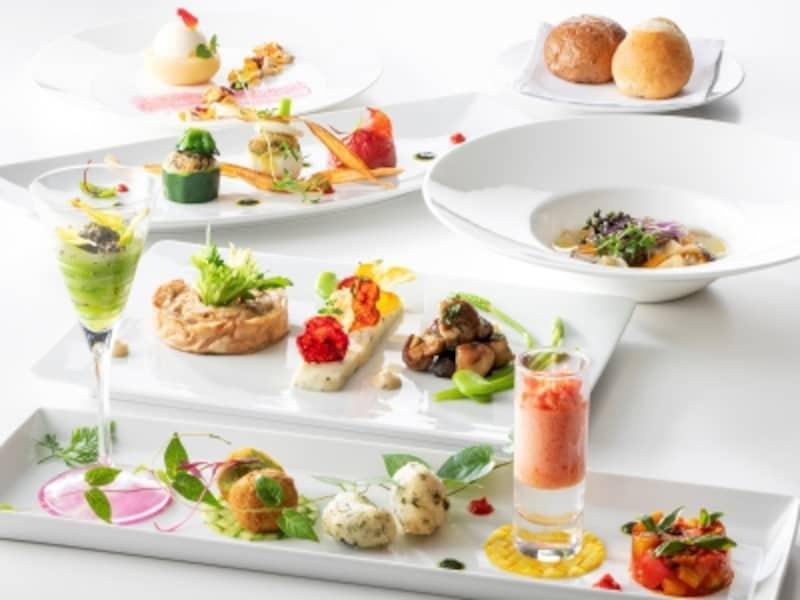 フランス料理「アジュール」<オリエンタルビーガンコース>5940円。見た目も華やかで美味(画像はイメージ、画像提供:ヨコハマグランドインターコンチネンタルホテル)