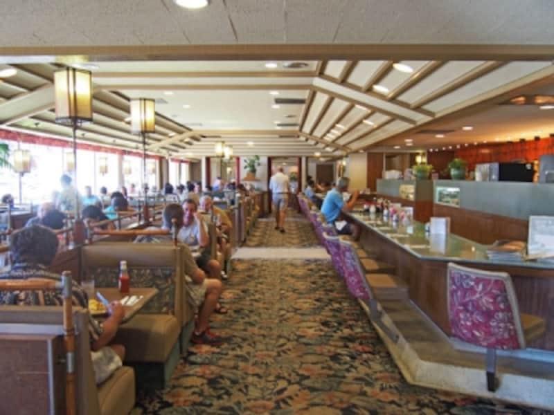 朝9時30分。欧米からの旅行者で賑わう店内。昔ながらのアメリカンダイナーといった雰囲気