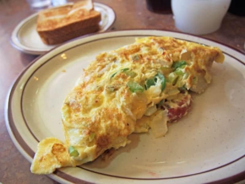 卵3個を使った「3エッグオムレツ」ファーマーズバージョン(ベーコン、玉ねぎ、じゃがいも、セロリ入り)